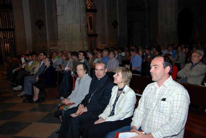 el obispo D. Jesús Catalá y el presidente de Juventudes Musicales