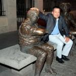 Con las esculturas de D.Quijote y Sancho Panza